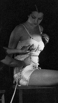 Spencer_1936_modelling_garment